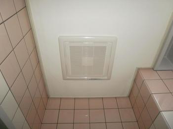 天井埋込換気扇1 取替完了